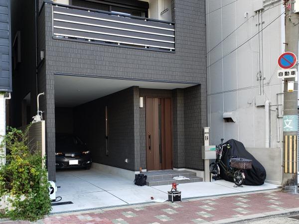 テラス屋根で雨に濡れない玄関廻り - 大阪府大阪市K様邸の施工前