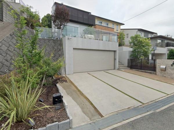 高級感あふれる広々駐車場にリフォーム – 大阪府豊中市K様邸の施工前