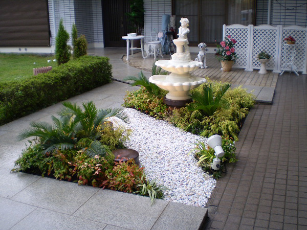 噴水とスポットライティングで幻想的な庭に – 大阪府豊中市 H様邸