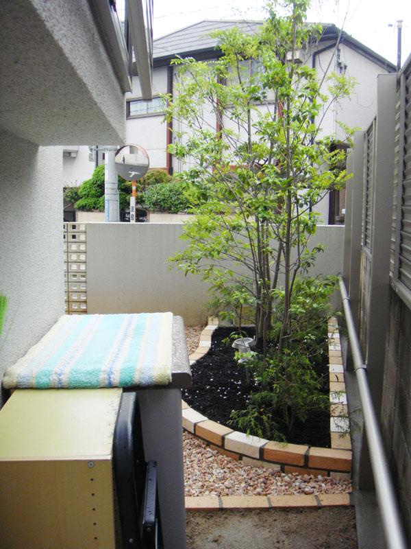 モダン風 レンガ花壇のお庭 – 大阪府豊中市 I様邸