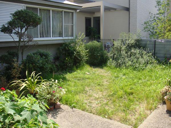 雑草防止でスッキリとした空間に – 大阪府豊中市 K様邸の施工前
