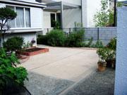 雑草防止でスッキリとした空間に – 大阪府豊中市 K様邸の詳細はこちら