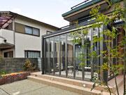 ガーデンルームで家族が集う庭に変化 – 大阪府豊中市 K様邸の詳細はこちら