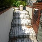 施工前:玄関からの思い出の階段スペース