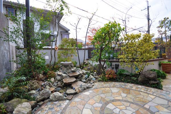 バードバスのある植物を楽しめるお庭 – 大阪府豊中市 M様邸