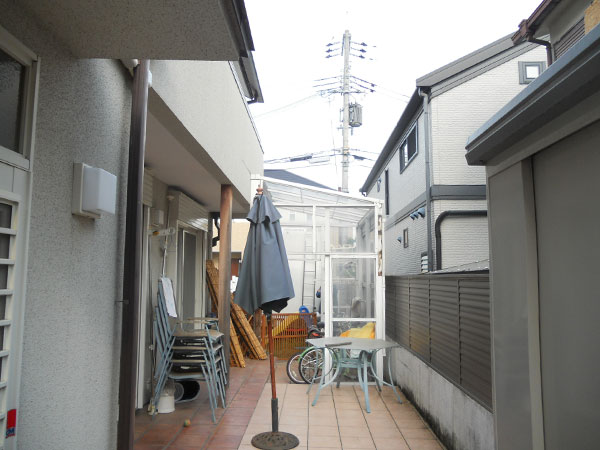 シェードとテラスで日除け&雨の心配がなくなった庭 – 大阪府豊中市 M様邸の施工前