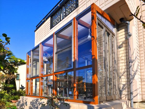 高台から眺めるガーデンルーム – 大阪府豊中市 M様邸