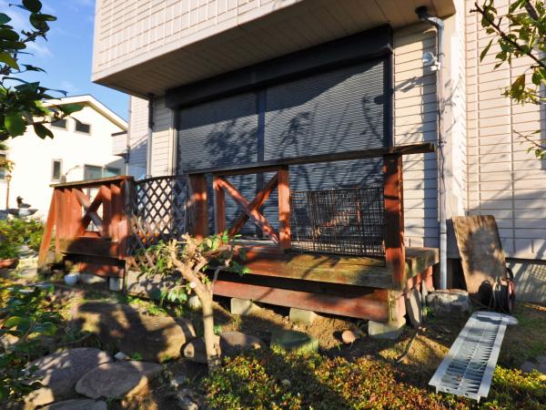 高台から眺めるガーデンルーム – 大阪府豊中市 M様邸の施工前