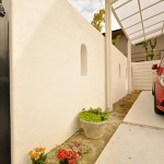 日当たりの良い車庫脇には植栽帯を広めに設けました。