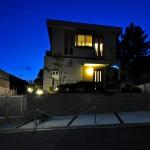 施工後:新しい駐車スペースは夜も明るく利用できます。