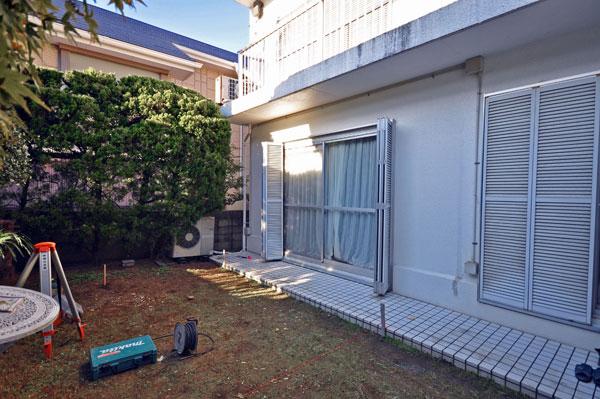 白い家に映えるNEW暖蘭物語 – 大阪府豊中市 O様邸の施工前