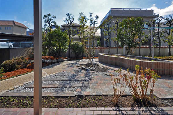 照り返しの少ない家庭菜園のあるお庭 – 大阪府豊中市 O様邸