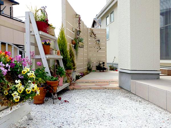 自分だけの空間~お花が咲き誇る庭 – 大阪府豊中市 O様邸