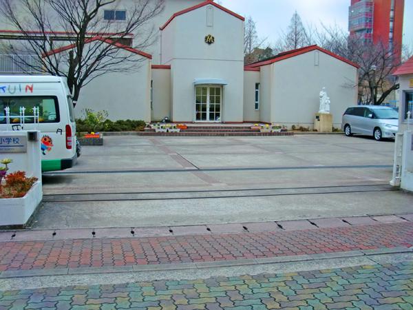 【小学校門周り】既存塀を利用して生まれ変わった門周り – 兵庫県尼崎市 百合学院小学校の施工前