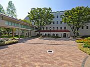 【エントランス工事:エントランス】伝統を感じさせる格式高い外観・明るく安全な構内へ – 兵庫県尼崎市 百合学院中・高等学校の詳細はこちら