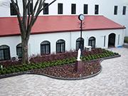 【エントランス工事:花壇リフォーム・屋根葺き替え】伝統を感じさせる格式高い外観・明るく安全な構内へ – 兵庫県尼崎市 百合学院中・高等学校の詳細はこちら