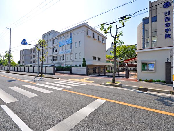 【外周工事:駐車場出口】伝統を感じさせる格式高い外観・明るく安全な構内へ – 兵庫県尼崎市 百合学院中・高等学校
