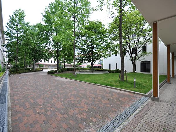 施工後:オープンで明るい芝生広場に改修