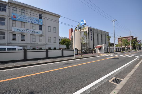 施工後:駐車場出口・校門・駐輪場に併設する、受付機能も担う守衛室
